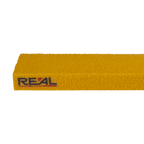 En hel, standard 1200 mm bred, gul, glasfiber trin næse.