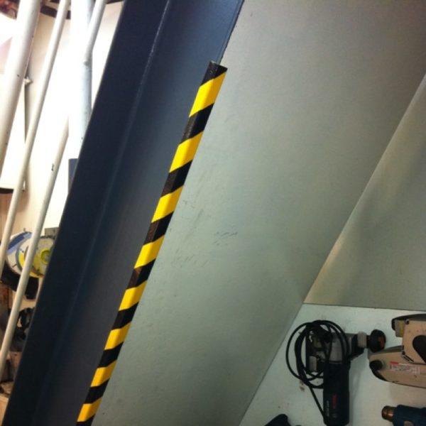 Bumper hjørne beskyttelse under trapper.