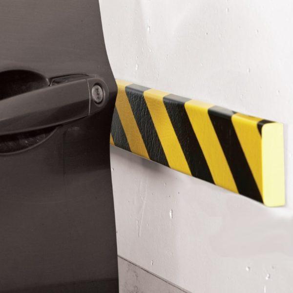 Overfladebeskyttelses bumper monteret på væg.