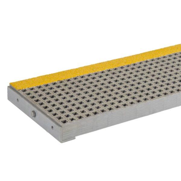 Skridsikker, glasfiberrist trappetrin i grå med gul næse.
