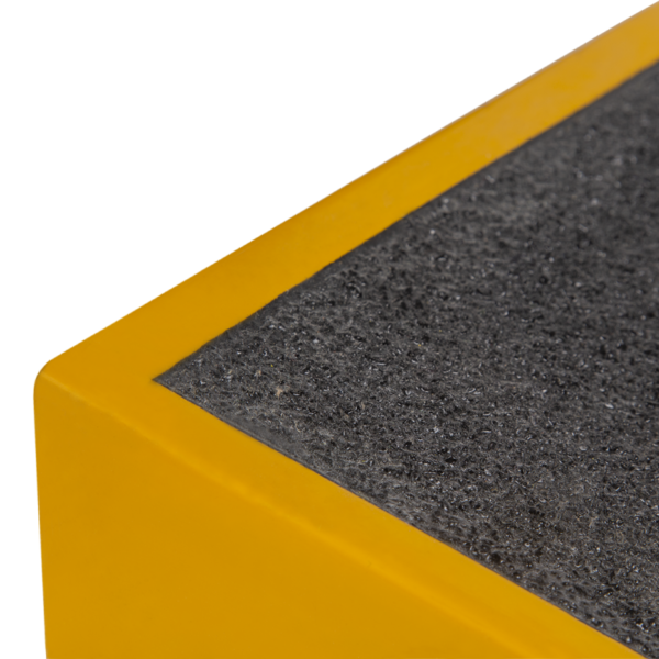Ramp in black and yellow detail 760x460x80mm.