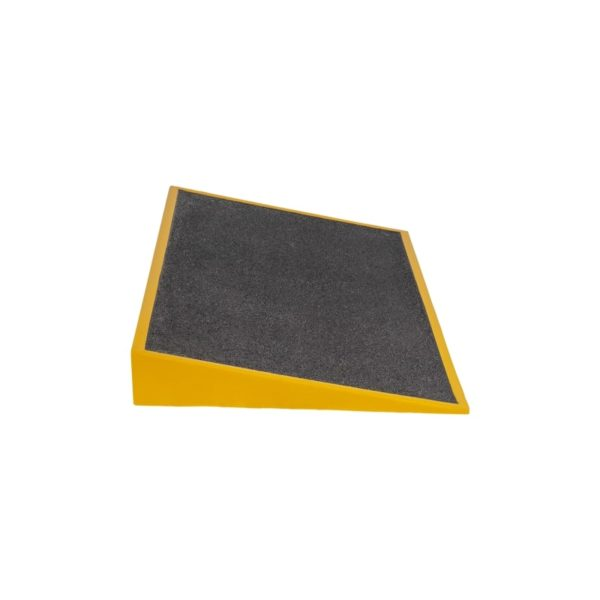 Ramp in black and yellow side 760x460x80mm.